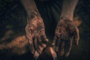 childs-muddy-hands